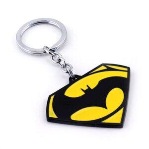 Брелок Бэтмен против Супермена желтый